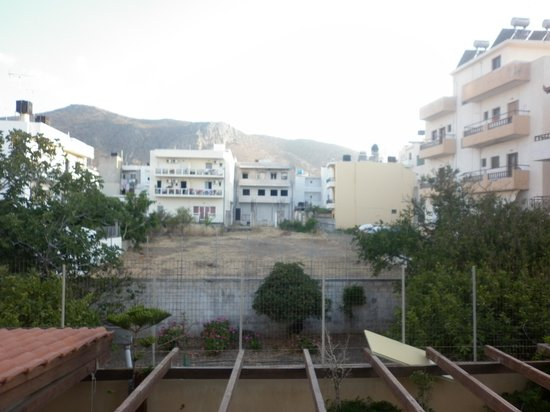 Hotel Nikis : вид с балкона(теневая сторона)
