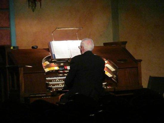 Polk Theatre : Organist