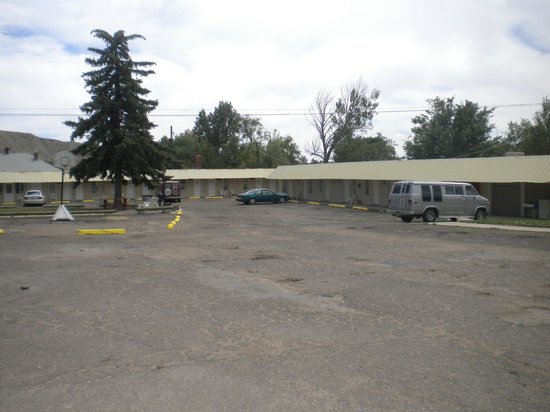 Riverside Motel: plenty of parking