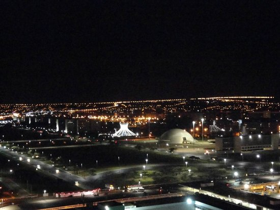 Saint Moritz Hplus Express: Vista noturna de Brasilia