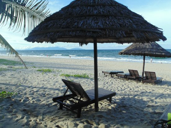 Hoi An Historic Hotel: Beach at sister resort