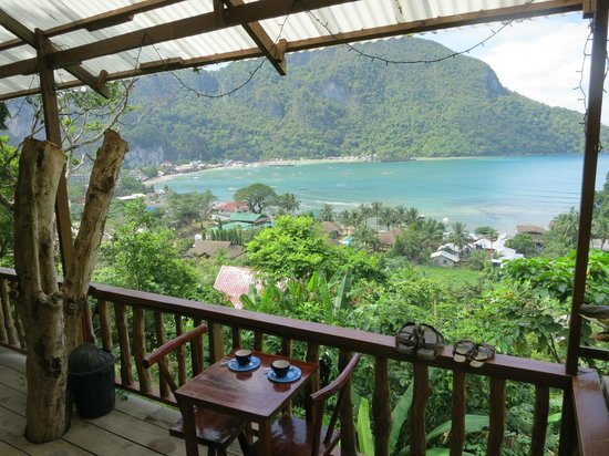 Sea n Jungle Resort: View from front porch over El Nido
