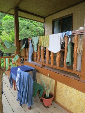 Sea n Jungle Resort: Laundry day on the porch