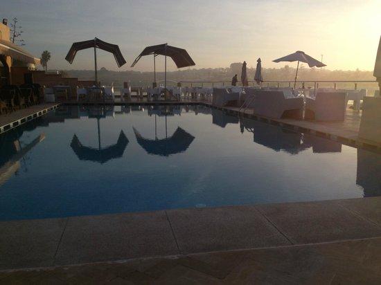 Nice place to watch sunset bild fr n relais de paris for Places to swim in paris