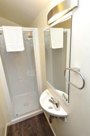 Rainforest Retreat: Gecko Cottage Bathrooms