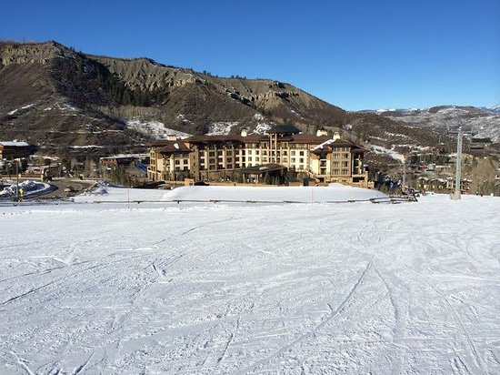 Viceroy Snowmass: Slope side at Viceroy - ski-in/out resort - beautiful!!