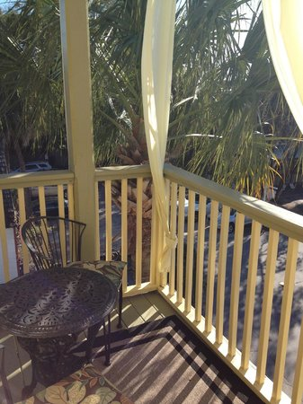Agustin Inn: Private balcony