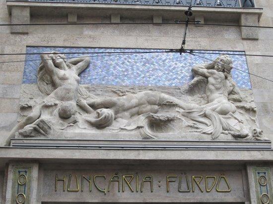 Continental Hotel Budapest: Beautiful façade
