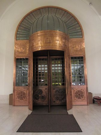 Continental Hotel Budapest: I loved this revolving door