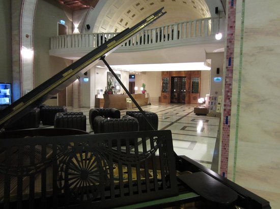 Continental Hotel Budapest: Lobby
