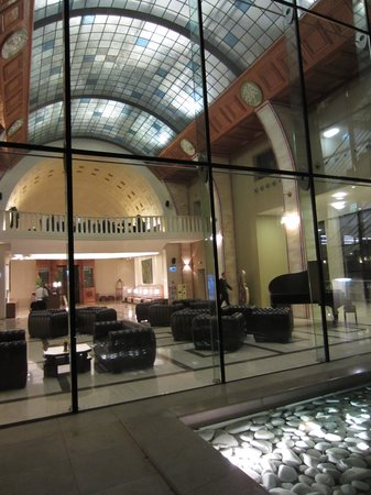 Continental Hotel Budapest : Lobby seen from inner patio