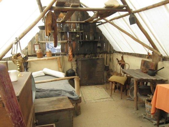 Sovereign Hill Inside a miners tent & Inside a miners tent - Picture of Sovereign Hill Ballarat ...