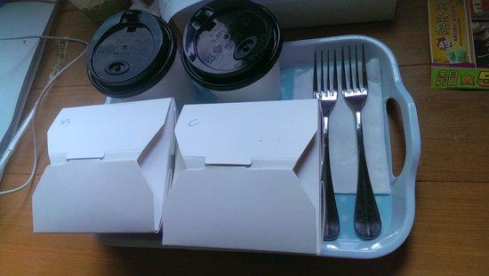 Tainan SSS Life Hotel : 早餐有多種吐司以及豆漿米漿等飲料可選
