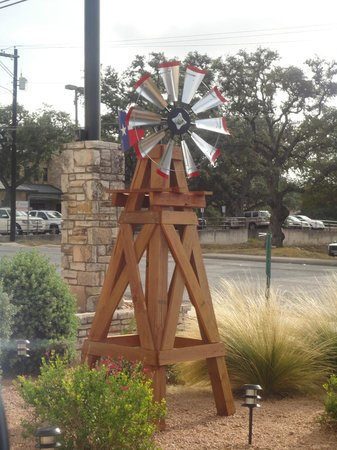 Motel 6 Boerne : Windmill Outside Front Office