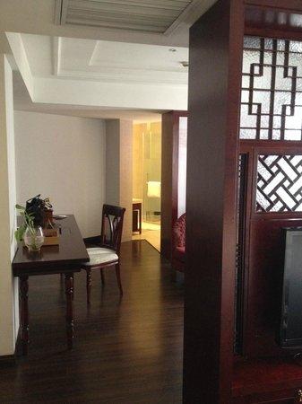 Gallery Suites: living room