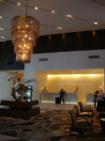 Kimpton EPIC Hotel : Recepção no lobby.