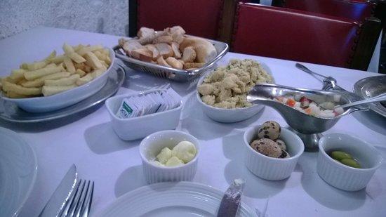 Churrascaria Majórica: Farofa de banana com ovo, fritas e couvert...