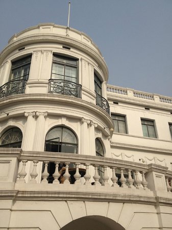 Shanghai Museum of Arts and Crafts : front of the museum
