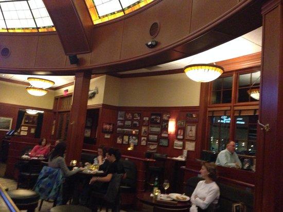 McCormick & Schmick's Grill : More Bar