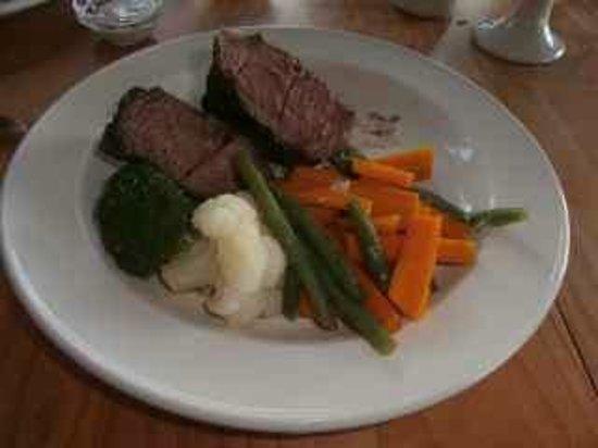 Settler's Restaurant: Fillet steak and vegetables