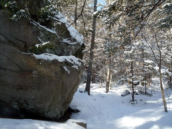 Monument Mountain: Huge rock on the Hickey Trail