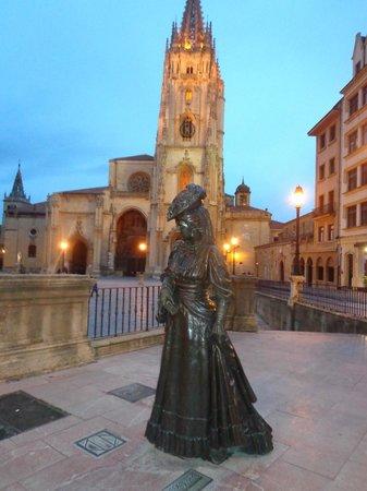 Santa Clara: Estatua