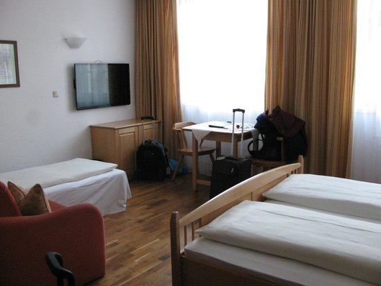 Hotel Weisses Kreuz : Large triple room