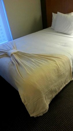 Hyatt Place Austin Downtown: Bed decor