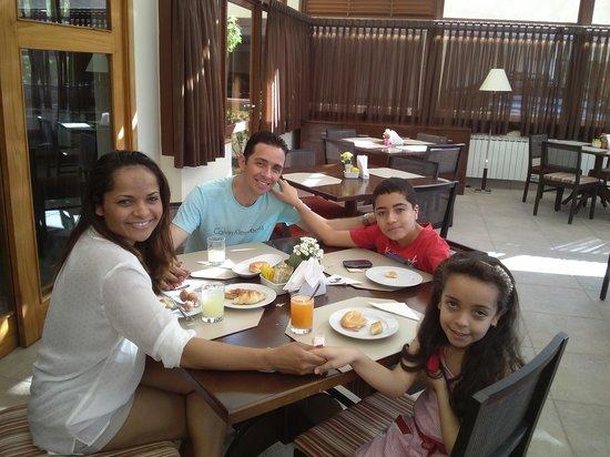Hotel Le Renard: Maravilhoso café da manhã em família no Le Renard em Campos do Jordão.