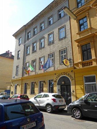 Altwienerhof : Front of hotel