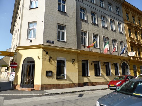 Altwienerhof : Hotel from the corner