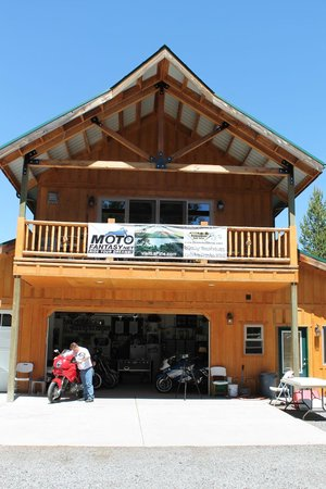 DiamondStone Guest Lodges: MotoFantasy Lodge