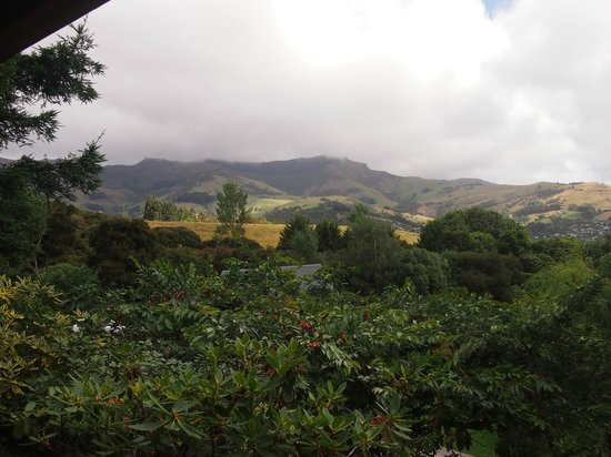 Akaroa Cottages - Heritage Collection : View from Ashcrost cottage to the mountains