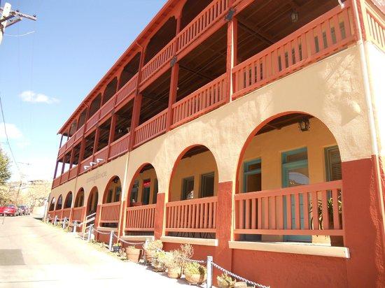 Eldorado Suites Hotel: Front