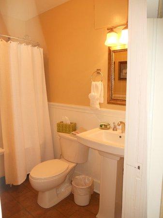 Eldorado Suites Hotel: Bath