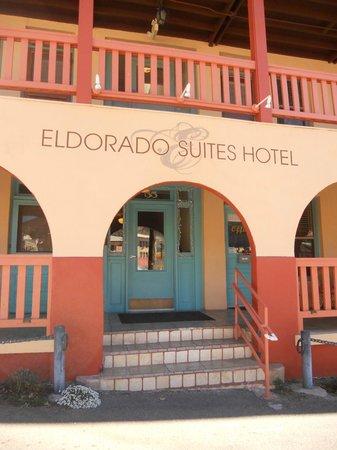Eldorado Suites Hotel: Front of the building