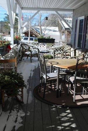Little Main Street Inn: Front porch