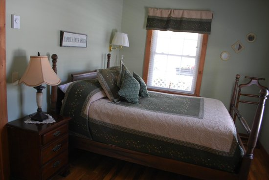 Little Main Street Inn: Bedroom