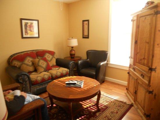 Eldorado Suites Hotel: Livingroom