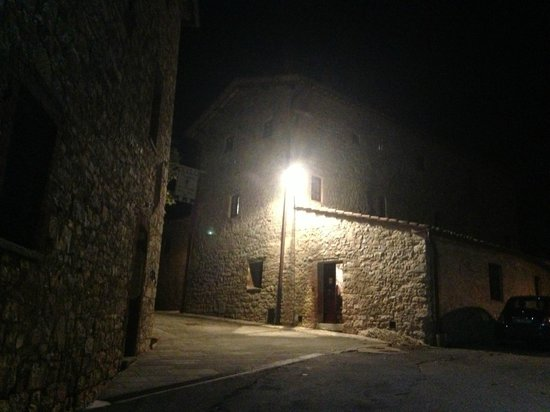 Castellare De' Noveschi: night time