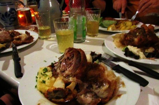 Apfelwein Solzer: Pork Knuckle