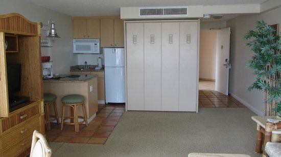 Kahana Beach Resort: Studio with murphy bed up