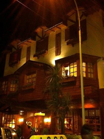 Hotel Sirenuse: hotel at night