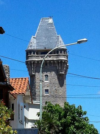 Hotel Sirenuse: water tower view from the street