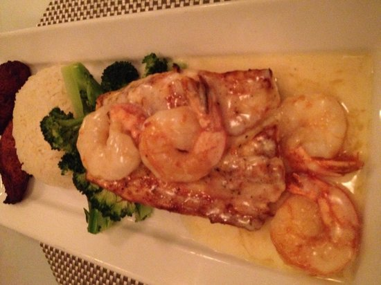 Gus' Grille: Reef Katch- Grilled Mahi with shrimp, veggies, coconut rice with sweet key lime butter sauce. Ex