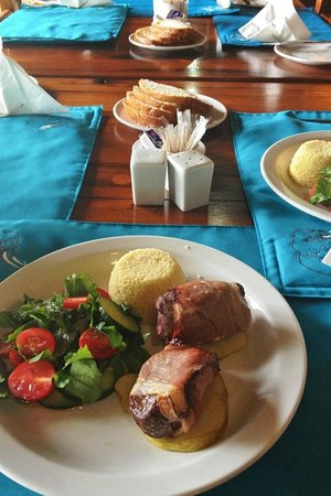 Gomo Gomo Game Lodge: A cooked lunch- very filling!