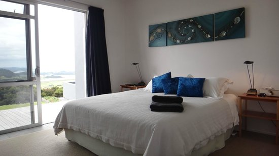 Ara Roa Accommodation - Whangarei Heads: Aria main bedroom