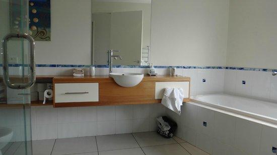 Ara Roa Accommodation - Whangarei Heads : Aria bathroom