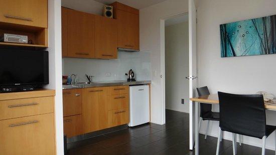 Ara Roa Accommodation - Whangarei Heads : Aria kitchen/dining