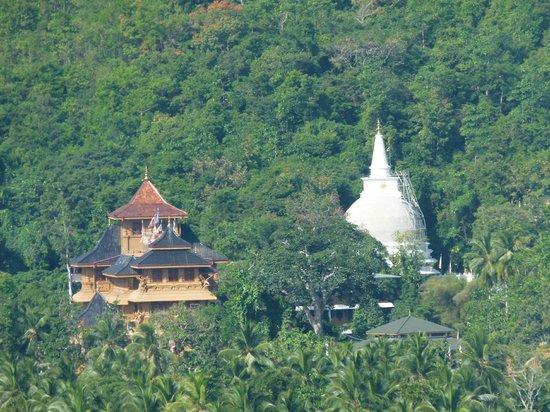 Bambaragala Viharaya: scenery from the peak Far distance the Mahamevuna temple and the Chaitya is seen